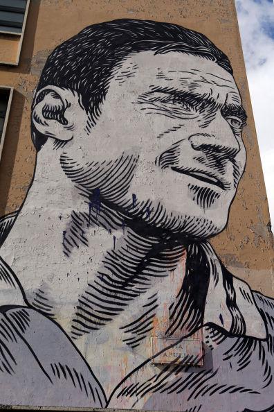 Totti schilder je niet even op een muur, zoals Ramses Shaffy.
